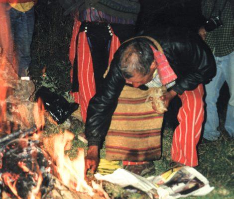 Shamanen i Todos Santos forbereder sin ceremoni