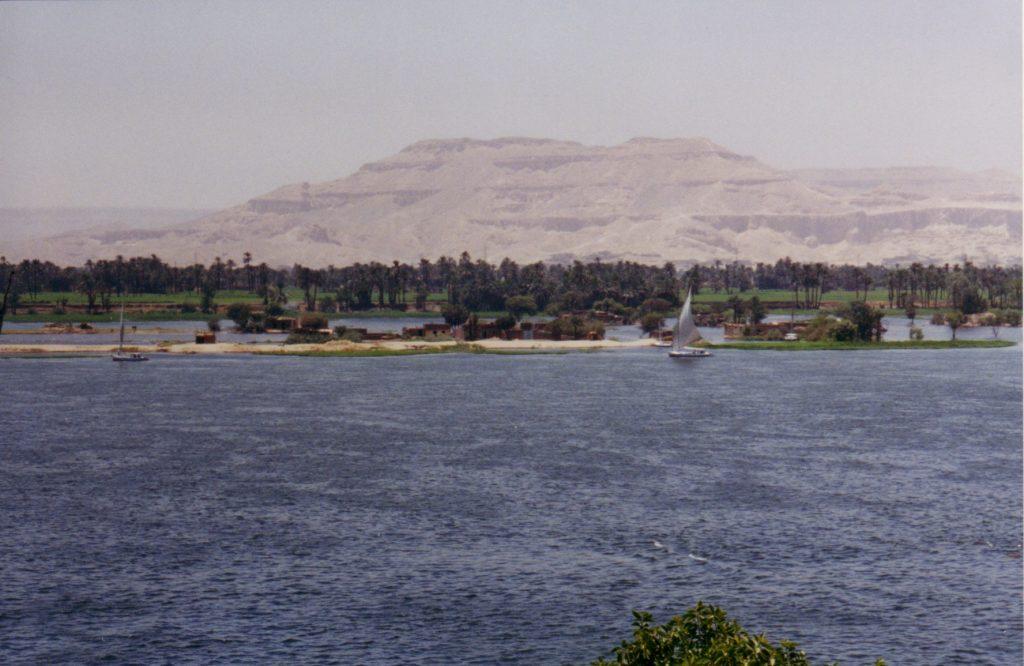 Nilen med Kongernes Dal i baggrunden