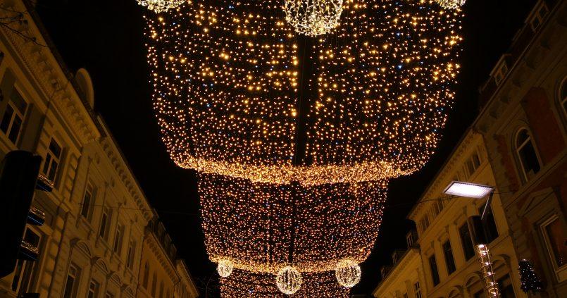 Julestjerner på himmelen over Strøget i Århus