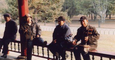 Kinesiske spillemænd underholder i parken